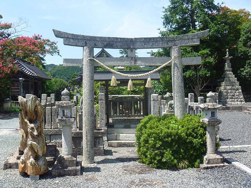 化生寺(鎮守として殺生石を祀っています)